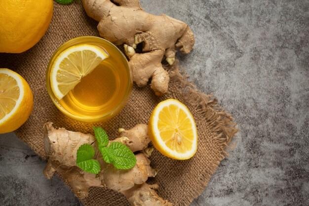 Buvez de l'eau de gingembre et de citron